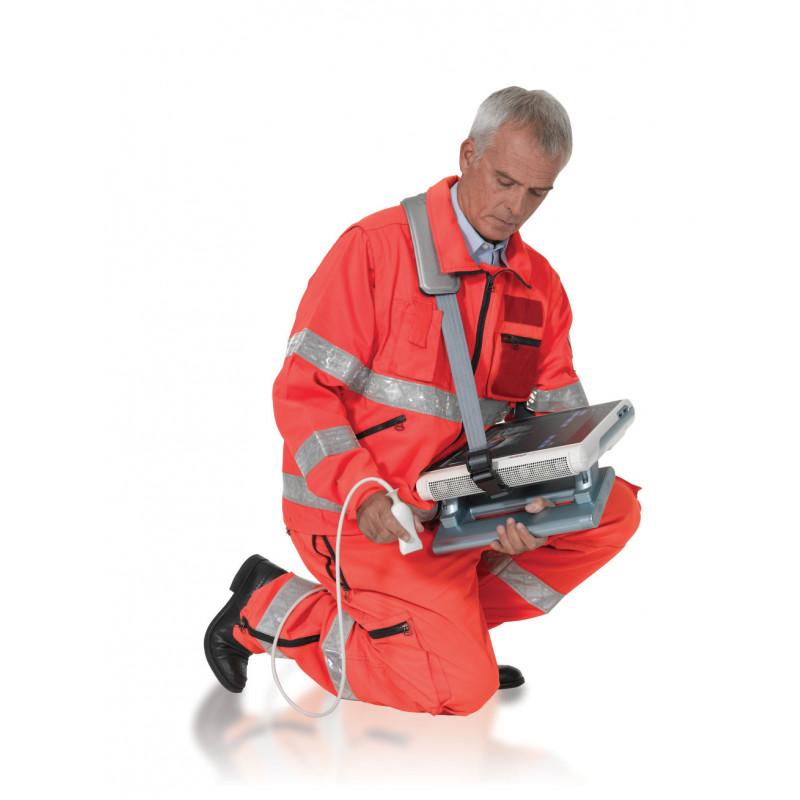 Echographe portable - MyLab One tactile dans les mains d'un urgentiste